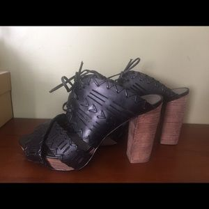 Cute DKNYC black platform sandals size 6.5 lk new